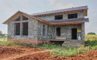 Особенности строительства домов из арболита — использование блочной кладки и монолита